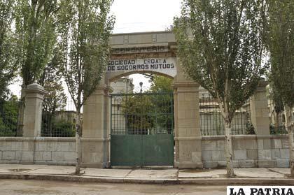 LA PATRIA: Historia del Cementerio de la Sociedad Croata de Socorros Mutuos en Oruro,Bolivia