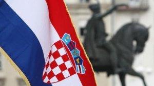 Bandera croata en la Plaza Ban Jelacic