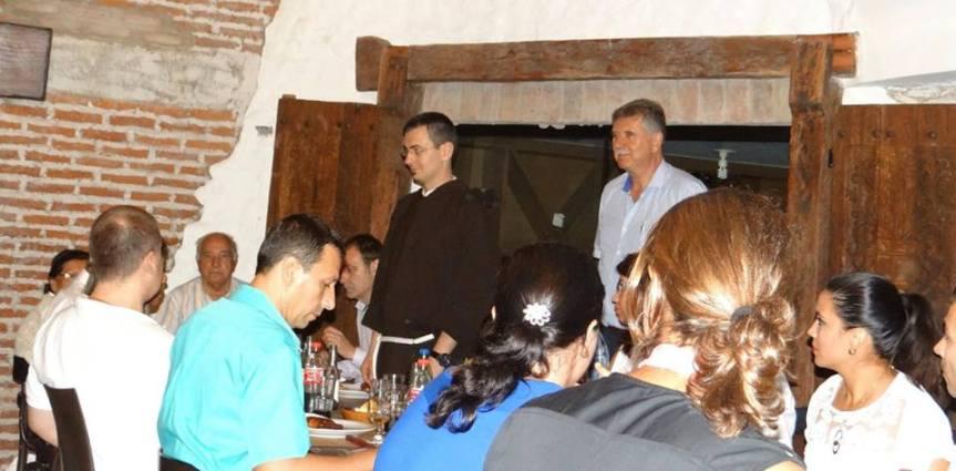 Padre croata que bendijo la cena