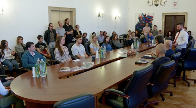 HRT: Croaticum students sign Croatian language contracts in Zagreb
